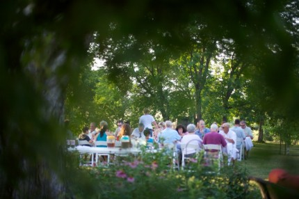 Farm-to-table-dinner-event-through-trees-1024×682